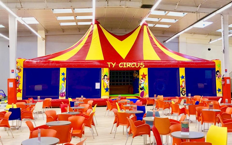 l' acrobat circus